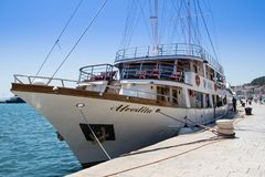 Statek w porcie croatia rozłam Obraz Royalty Free