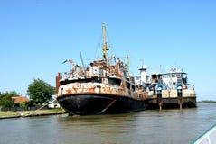 Statek w Sulina, schronienie na Sulina kanale na Danube delcie Fotografia Stock