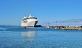 Statek wycieczkowy dokujący Fotografia Royalty Free