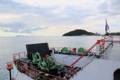 Statek wycieczkowy kończy portowego parking Zdjęcie Royalty Free