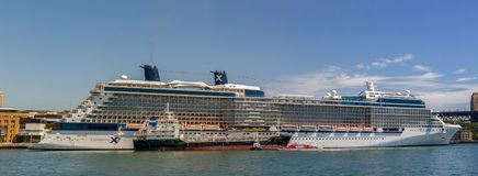 Statek wycieczkowy królowa Wiktoria cunard statku flota dokował w Sydney schronieniu na pięknym Błękitnym dniu, Australia obrazy royalty free