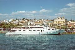 Statek wycieczkowy na doku z turystami 3 Fotografia Stock