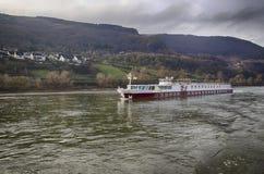 Statek wycieczkowy na Rhine rzece fotografia stock