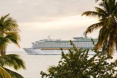 Statek wycieczkowy opuszcza St Thomas Zdjęcie Royalty Free
