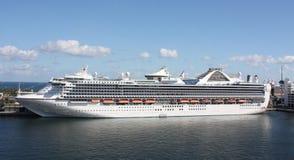 Statek wycieczkowy parkujący w Forcie Lauderdale Obraz Stock