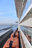 Statek wycieczkowy przy rejsu terminal zdjęcia royalty free