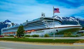 Statek Wycieczkowy przy Scenicznym dokiem Zdjęcie Royalty Free