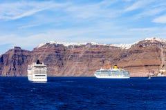 Statek wycieczkowy, Santorini wyspa Fotografia Royalty Free
