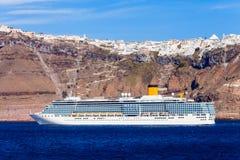 Statek wycieczkowy, Santorini wyspa Zdjęcie Royalty Free