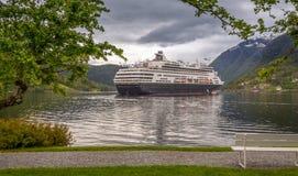 Statek Wycieczkowy w Norweskim Fjord Obrazy Stock
