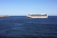 Statek wycieczkowy w oceanie z wybrzeża Meksyk Zdjęcie Royalty Free