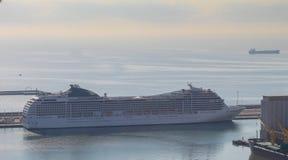 Statek wycieczkowy w porcie morskim Barcelona Zdjęcie Royalty Free