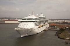 Statek wycieczkowy w porcie okrężnicowy Panama Zdjęcia Stock