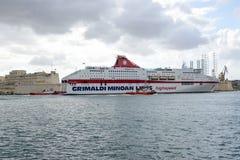 Statek wycieczkowy wchodzić do port los angeles Valletta na Malta Zdjęcie Royalty Free