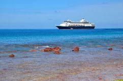 Statek wycieczkowy z Wachlować wyspę obrazy royalty free