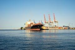 Statek, zbiornika statek cumuje w porcie Zdjęcie Stock