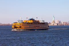 Staten岛轮渡和自由女神象 图库摄影