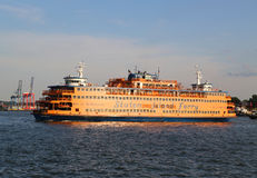 Staten Island Ferry dans le port de New York Images libres de droits