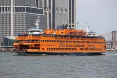 Staten Island Ferry in de Haven van New York stock foto's
