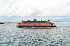 Staten Island Ferry está cruzando Imagen de archivo libre de regalías