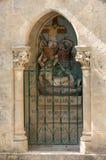 Statinon 11耶稣被钉牢对十字架 在十字架上钉死方式的驻地在罗卡马杜圣所的  ?? 免版税库存照片