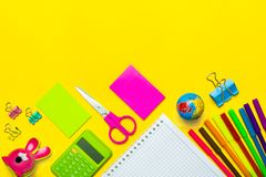 Stationär, zurück zu Schule, Sommerzeit, Kreativität und Bildungskonzept Lizenzfreie Stockfotografie