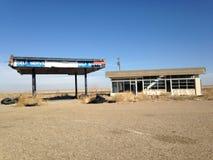 Station abandonnée de carburant Photographie stock libre de droits