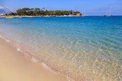 Station balnéaire de sable de stationnement de clair de lune de la Turquie Kemer Photographie stock libre de droits