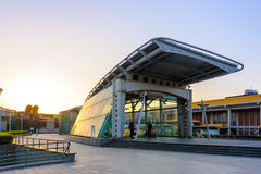Station d'aéroport de MRT Songshan la nuit Images libres de droits
