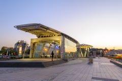 Station d'aéroport de MRT Songshan la nuit Photographie stock