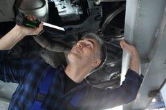 Station d'inspection de véhicule, une voiture pour l'inspection technique image stock
