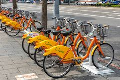 Station d'Ubike YouBike Ubike est un réseau de grande diffusion de bicyclette de location à Taïpeh photos libres de droits