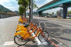 Station d'Ubike YouBike Ubike est un réseau de grande diffusion de bicyclette de location à Taïpeh images libres de droits
