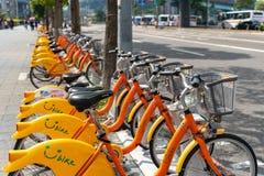 Station d'Ubike YouBike Ubike est un réseau de grande diffusion de bicyclette de location à Taïpeh image libre de droits