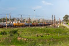Station de bateaux-citerne de carburant de train Images stock