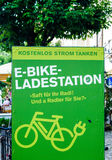 Station de charge électrique de vélo dans Burghausen, Allemagne Photo stock