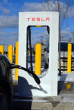 Station de charge de Tesla Photos libres de droits