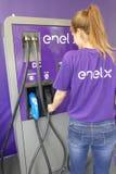 Station de charge multi publique d'Enel X avec différentes prises et puissances Images stock