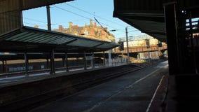 Station de départ de Preston de train court banque de vidéos