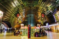 Station de fond d'aéroport de Francfort la nuit Images libres de droits