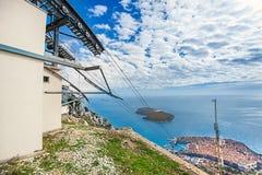 Station de funiculaire sur le DTS de montagne dans Dubrovnik image libre de droits