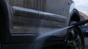 Station de lavage manuelle avec l'extérieur à eau sous pression Véhicule très modifié 4K banque de vidéos