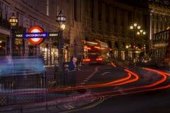 Station de métro dans la rue de régent la nuit Photo stock