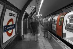 Station de métro de Clapham, Londres au fond Images stock