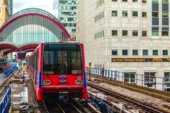 Station de métro de quai jaune canari Photos stock