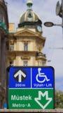 Station de métro de Mustek d'indicateur de signe sur la rue à Prague images stock