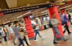 Station de métro de permutation de personnes de MTA de souterrain de New York photographie stock libre de droits