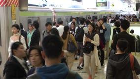 station de métro de souterrain d'heure de pointe 4K Train asiatique occupé Tokyo Métro Asie banque de vidéos