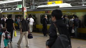 station de métro de souterrain d'heure de pointe 4K Train asiatique occupé Tokyo Métro Asie clips vidéos