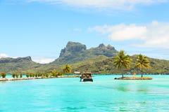Station de navette de bateau sur Bora Bora, Tahiti, Polynésie française Photos libres de droits